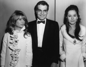 """Omar Sharif with Julie Christie and Geraldine Chaplin at the premiere of """"Doctor Zhivago""""1965Photo by Joe Shere - Image 0655_0110"""