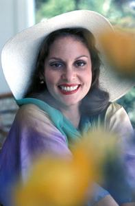 Lesley Ann Warren1977** H.L. - Image 0665_0020