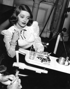 """Bette Davis behind the scenes of""""The Great Lie,"""" 1941.Photo by Bert Six - Image 0701_0307"""