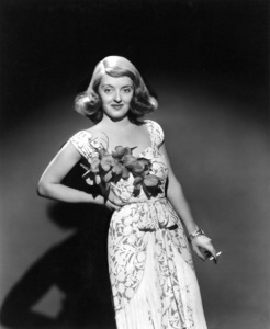 """Bette Davis publicity photo for""""The Bride Came C.O.D."""" 1941.Photo by Scotty Welbourne - Image 0701_1014"""