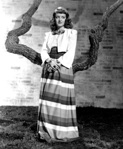 Bette Davis, c. 1941. - Image 0701_1016