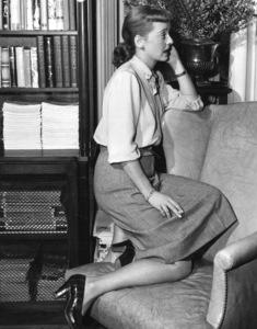 "Bette Davis behind the scenes of""Winter Meeting,"" 1948. - Image 0701_1256"