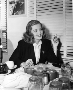 Bette Davis in the Green Room restaurantat the Warner Bros. Lot., 1944.Photo by Floyd McCarty  - Image 0701_1350