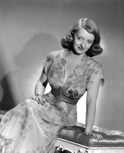 """Bette Davis""""The Bride Came C.O.D."""" 1941. - Image 0701_2002"""