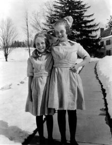 Bette Davis with sister Barbara Davis,c. 1922 / **I.V. - Image 0701_2219