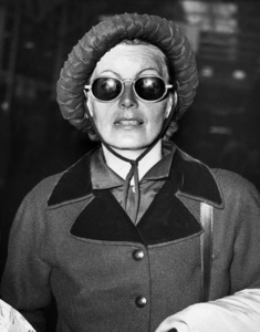 Greta Garbo arriving in New York on the Queen Mary 1953** I.V. - Image 0702_5109