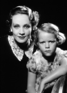 Marlene Dietrich with five year old daughterMaria Seiber, 1931. - Image 0709_1022