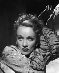 Marlene Dietrichcirca 1943**I.V. - Image 0709_1975