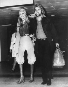 Twiggywith her manager-boyfriend Justin de Villeneuve leaving London to vacation in BarbadosMay 11, 1970 - Image 0710_0013