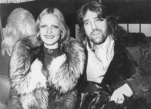 """Twiggywith her manager-boyfriend Justin de Villeneuvein New York to promote her first film """"The Boyfriend""""1971 - Image 0710_0037"""
