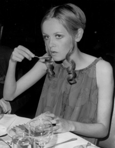 Twiggyeating at the Waldorf Astoria1967 - Image 0710_0053