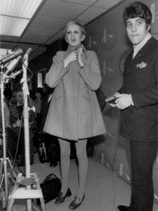 Twiggy with Justin de VilleneuveIn New York 1967 - Image 0710_0058