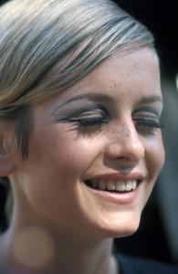 Twiggy Lawson1967 © 1978 Gunther - Image 0710_0065