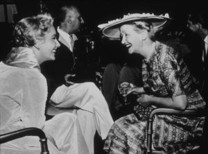 """Elizabeth Taylor and columnist Hedda Hopper on the set of """"Giant""""1955**R.C.MPTV - Image 0712_0068"""