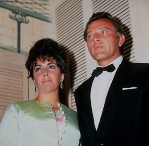 Elizabeth Taylor and Richard BurtonC. 1964 © 1978 Bernie AbramsonMPTV - Image 0712_0215