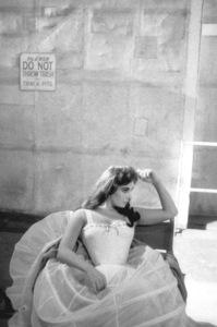 "Elizabeth Tayloron the set of ""Raintree County""1956 © 1978 Bob Willoughby - Image 0712_2100"