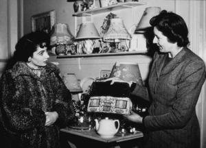 """Elizabeth Taylor, on a day off from """"Conspirator"""" visits a London gift shop1949MPTV - Image 0712_2148"""