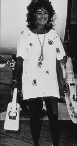 Elizabeth Taylor arriving in London having just become a grandmotherJuly 27, 1971 - Image 0712_2161