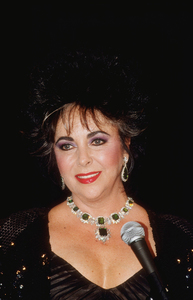 Elizabeth Taylor receiving the Hope Award1989 © 1989 GuntherMPTV - Image 0712_2372