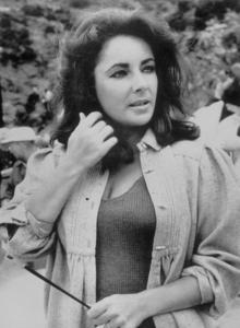 """Elizabeth Taylor on the set of """"The Sandpiper""""1965**J.S.C.MPTV - Image 0712_5008"""