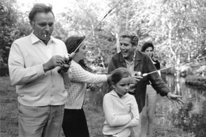 Elizabeth Taylor Fishing with Richard Burton and children1965 © 1978 Bob Willoughby - Image 0712_5055