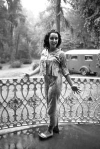 "Elizabeth TaylorOn Location for ""Raintree County""Danville,KY 1956 © 1978 Bob Willoughby - Image 0712_5068"