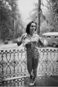 "Elizabeth TaylorOn Location for ""Raintree County""Danville,KY 1956 © 1978 Bob Willoughby - Image 0712_5069"