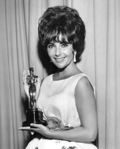 """Elizabeth Taylor with her Oscar for """"Butterfield 8""""1961**I.V. - Image 0712_5081"""