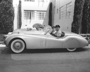 Elizabeth Taylor and Michael Wilding, MGM, 1952, I.V. In His Jaguar XK 120 - Image 0712_5125
