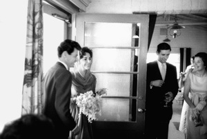 Elizabeth Taylor and Eddie Fisher arriving at the reception on their wedding day 1959 / Las Vegas, Nevada © 1978 Bob Willoughby - Image 0712_5157