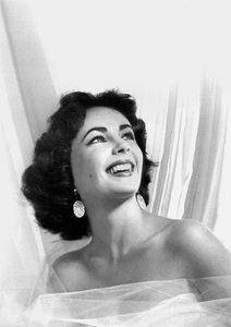 Elizabeth Taylor during an Anthony Beauchamp photo session1951 © 1978 Bob Willoughby - Image 0712_5172