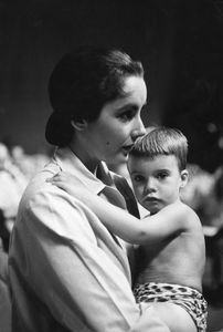 Elizabeth Taylor and young son, Michael Wilding Jr.circa 1955 © 1978 Sanford Roth / AMPAS - Image 0712_5190