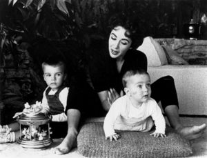 Elizabeth Taylor and her children, Michael Wilding Jr. and Christopher Edward Wildingcirca 1955 © 1978 Sanford Roth / AMPAS - Image 0712_5192