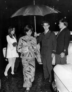 Elizabeth Taylor and Richard Burton in Paris1970** I.V. - Image 0712_5286