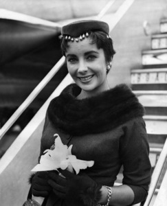 Elizabeth Taylor at the Santa Monica airport on her way to the United Kingdom to see husband, Michael Wilding, wearing beaded pillbox hat1954** I.V. - Image 0712_5294