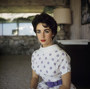 Elizabeth Taylor at her Beverly Hills homecirca 1956© 1978 Sanford Roth / A.M.P.A.S. - Image 0712_5307