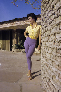 Elizabeth Taylor at her Beverly Hills homecirca 1956© 1978 Sanford Roth / A.M.P.A.S. - Image 0712_5313
