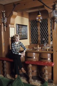 Shirley Jones at home1973© 1978 Gene Trindl - Image 0717_0051