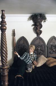 Shirley Jones at home1973© 1978 Gene Trindl - Image 0717_0072