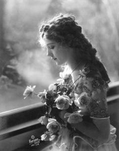 Mary Pickford1918Photo by Hartsook**I.V. - Image 0718_1146