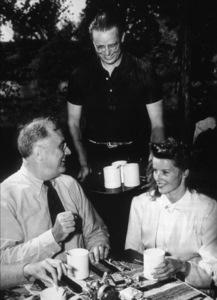 Katharine Hepburnwith President Roosevelt and  Elliott Roosevelt1940 - Image 0722_2265