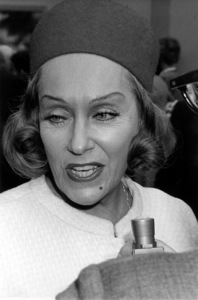 Gloria Swanson at the L.A. County Art Museum, 1963 © 1978 Chester Maydole - Image 0723_0041