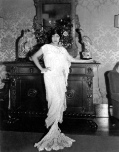 Gloria Swanson in living room at home.1923 Paramount / **I.V. - Image 0723_0049