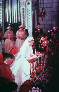 Grace Kelly and Prince Rainier on their wedding day.April 19, 1956. - Image 0724_0212
