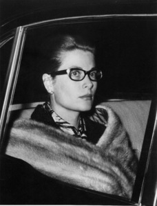 Grace Kelly leaving her Paris home.10/13/62 - Image 0724_0223