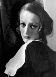 Joan CrawfordFilm Set/MGMGrand Hotel (1932)Photo by George Hurrell0022958 - Image 0728_0051