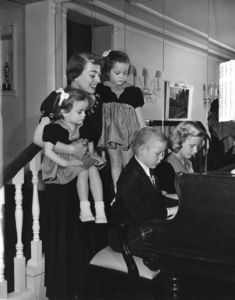Joan Crawfordat home in Los Angeles with her adopeted children Cindy, Cathy, Christopher and ChristinaC. 1949 - Image 0728_2039