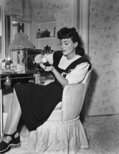 Joan Crawford at home in Los AngelesC. 1945 - Image 0728_2059