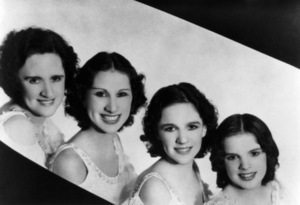 Judy Garland with mother Ethel Gumm, sisters Mary Jane and Virginia circa 1928 ** R.C. - Image 0733_2092