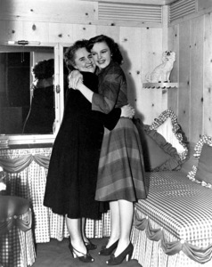 Judy Garland with mother Ethel Gummcirca 1943**R.C. - Image 0733_2107